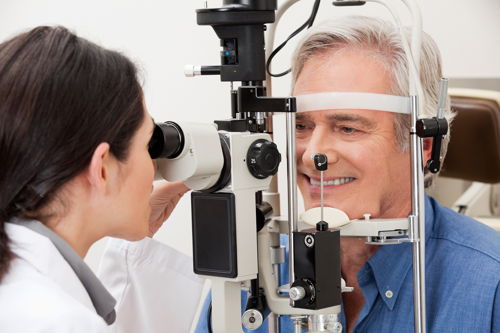 man receiving an eye exam for glaucoma